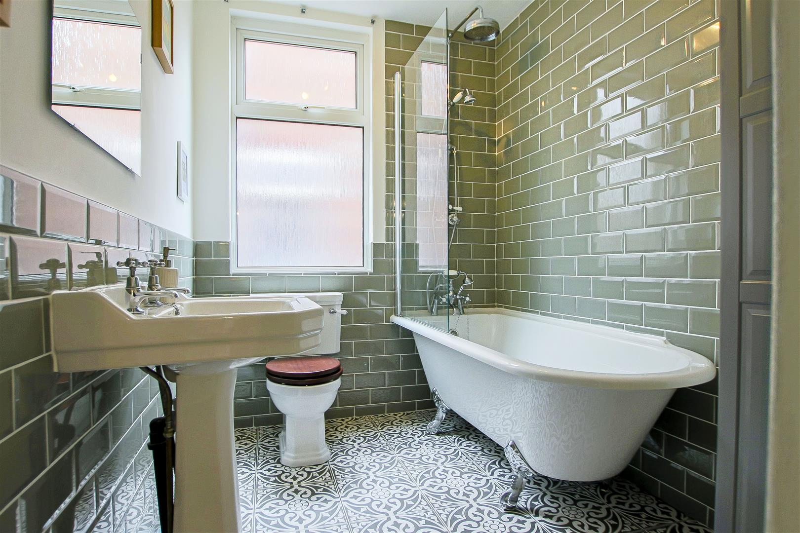 4 Bedroom Semi-detached House For Sale - 9.jpg